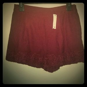 Gorgeous linen like flower embroidered shorts!